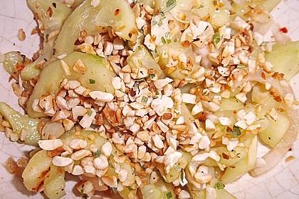 Thai Gurkensalat mit Erdnüssen und Chili 21