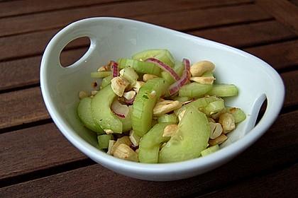 Thai Gurkensalat mit Erdnüssen und Chili 3