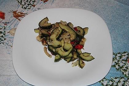 Thai Gurkensalat mit Erdnüssen und Chili 20