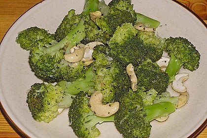 Brokkolisalat 1