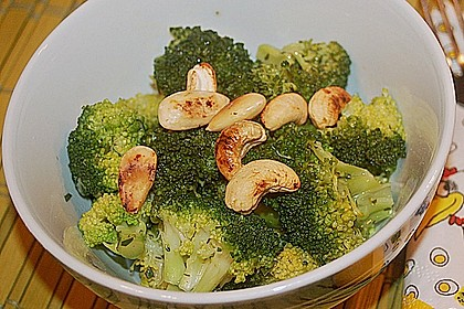 Brokkolisalat 8