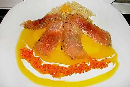 Gebeizter Saibling mit Orangen - Fenchel - Salat auf Mangospiegel