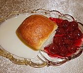 Marzipan - Buchteln mit Kirschen (Bild)