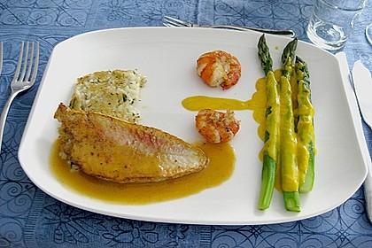 Rotbarbenfilets auf Risottomedaillon und Riesengarnele mit gefüllten Zucchini an zweierlei Sauce