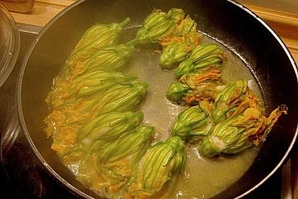 Rotbarbenfilets auf Risottomedaillon und Riesengarnele mit gefüllten Zucchini an zweierlei Sauce 1