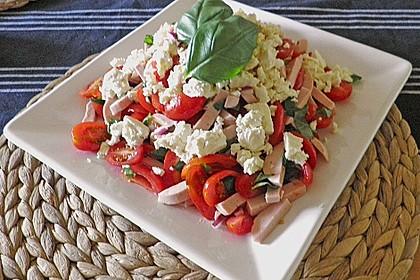 Tomaten - Wurst - Salat mit Schafkäse