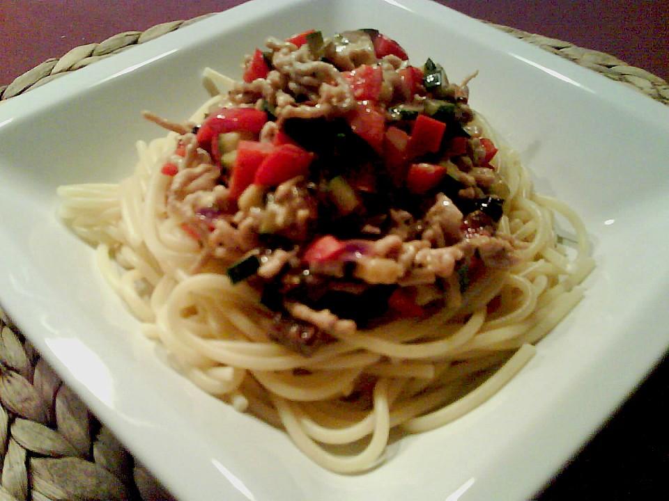 spaghetti mit h hnchen bolognese rezept mit bild. Black Bedroom Furniture Sets. Home Design Ideas