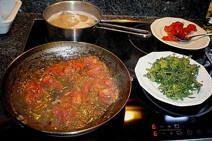 Penne mit Rucola und Tomaten 8