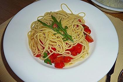 Penne mit Rucola und Tomaten