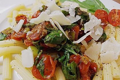Penne mit Rucola und Tomaten 3