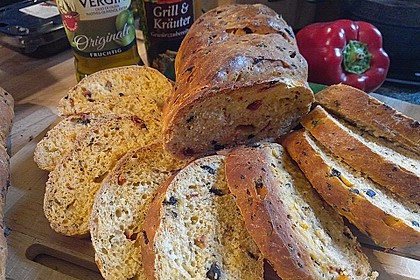 Pane al pomodoro e olive 1