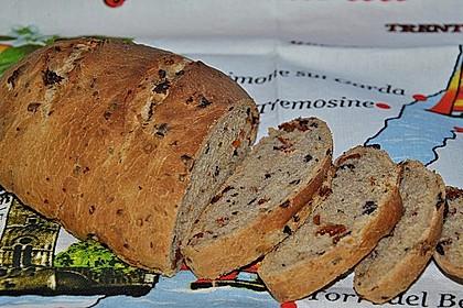 Pane al pomodoro e olive 8