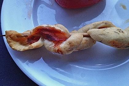 Gegrillte Teigspieße mit Bacon und Knoblauch 37