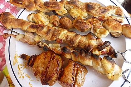 Gegrillte Teigspieße mit Bacon und Knoblauch 24