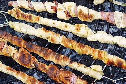 Gegrillte Teigspieße mit Bacon und Knoblauch 7