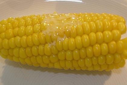Maiskolben mit Butter 18