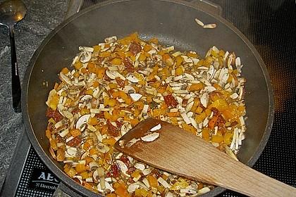Pasta mit scharfer Paprika-Champignon-Hüttenkäse-Sauce 10