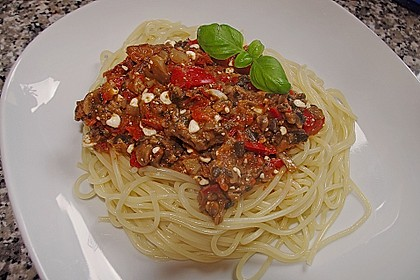 Pasta mit scharfer Paprika-Champignon-Hüttenkäse-Sauce 4