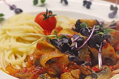 Pasta mit scharfer Paprika-Champignon-Hüttenkäse-Sauce 1