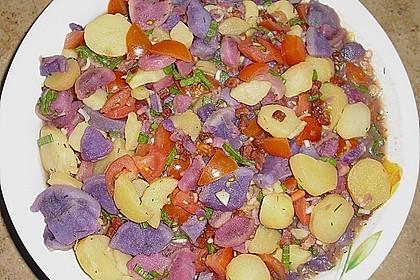 Bunter Kartoffelsalat mit Schinkenwürfeln