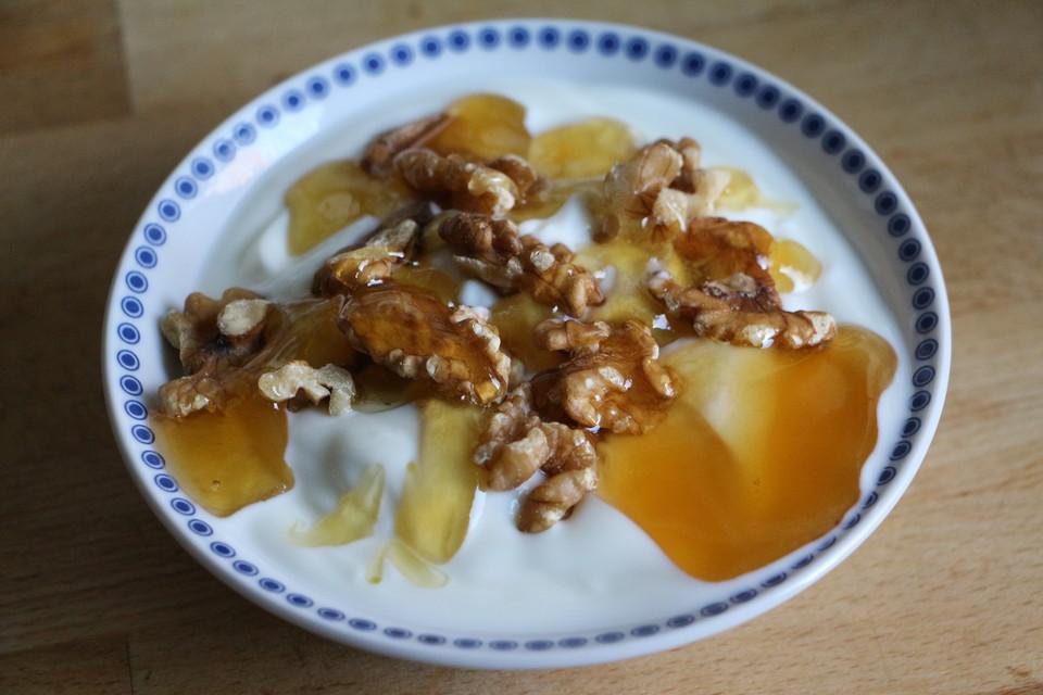 griechischer joghurt mit honig und waln ssen von bananinchen. Black Bedroom Furniture Sets. Home Design Ideas
