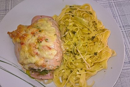 Gefüllte Hähnchenröllchen mit Pesto, Feta und Schinken  à la Toscana 9