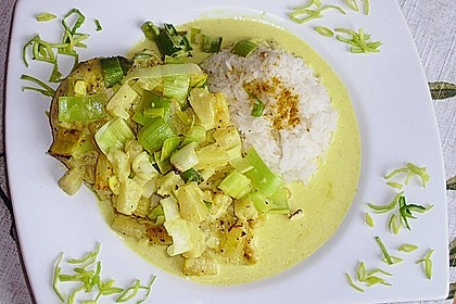 Zarte Hähnchenbrust auf dem Lauchbett in fruchtiger Ananas - Currysoße 2