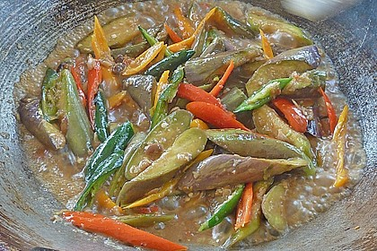 Maküa Jao Pad Taojiau - Thai Auberginen mit fermentierter Sauce 2