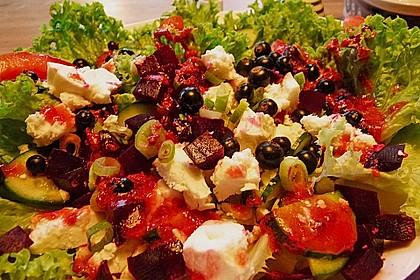 Blattsalat mit Roter Bete und Schafskäse 5