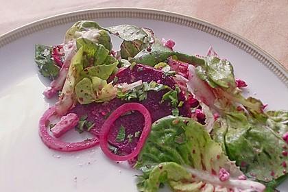 Blattsalat mit Roter Bete und Schafskäse 22