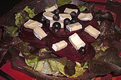 Blattsalat mit Roter Bete und Schafskäse 20