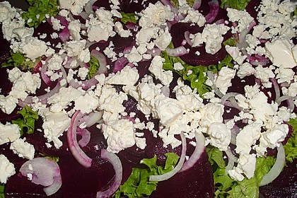 Blattsalat mit Roter Bete und Schafskäse 17