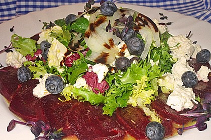 Blattsalat mit Roter Bete und Schafskäse 2
