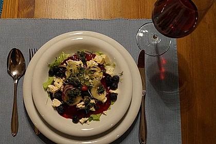 Blattsalat mit Roter Bete und Schafskäse 16