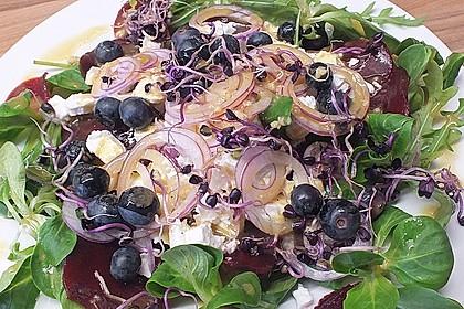 Blattsalat mit Roter Bete und Schafskäse 1