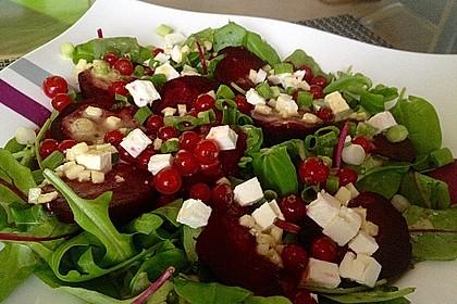 Blattsalat mit Roter Bete und Schafskäse 13