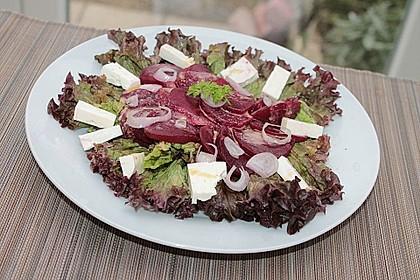 Blattsalat mit Roter Bete und Schafskäse 21