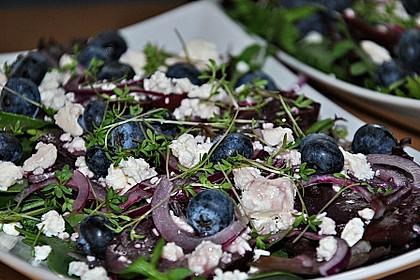 Blattsalat mit Roter Bete und Schafskäse 18