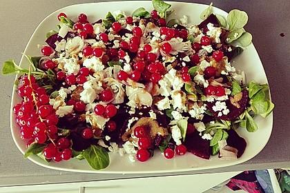 Blattsalat mit Roter Bete und Schafskäse 12
