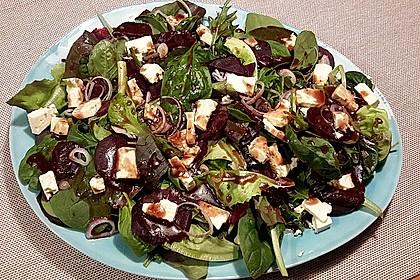 Blattsalat mit Roter Bete und Schafskäse 11