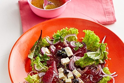 Blattsalat mit Roter Bete und Schafskäse 8