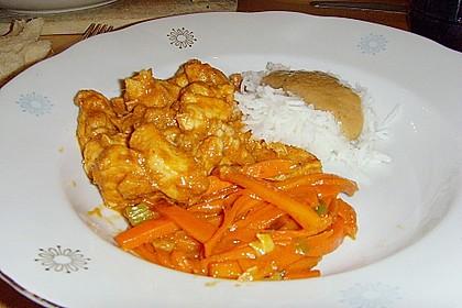 Mariniertes Thai - Curry - Hühnerfilet mit Erdnusssauce und karamellisierten Karottenstiften 0