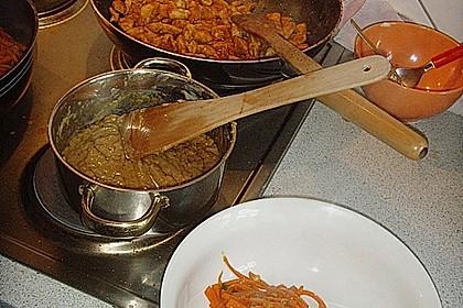 Mariniertes Thai - Curry - Hühnerfilet mit Erdnusssauce und karamellisierten Karottenstiften 2