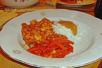 Mariniertes Thai - Curry - Hühnerfilet mit Erdnusssauce und karamellisierten Karottenstiften