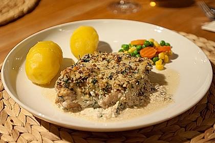 Filet vom Huhn mit Walnuss-Knoblauch-Kruste