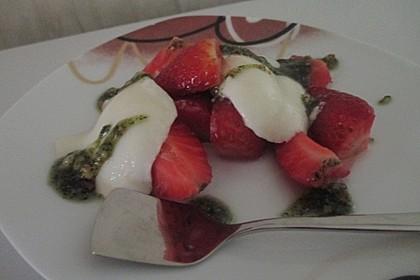 Buttermilchmousse mit Erdbeeren und Nusspesto 10