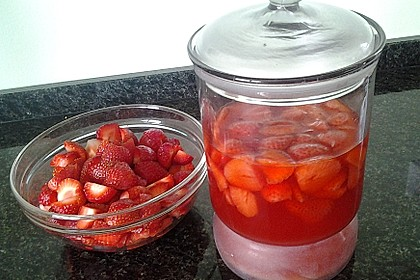 Erdbeeressig mit Honig 1