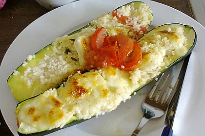 Mit Couscous gefüllte und überbackene Zucchini 10