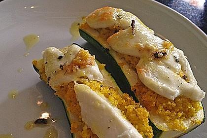 Mit Couscous gefüllte und überbackene Zucchini 8