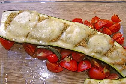 Mit Couscous gefüllte und überbackene Zucchini 18